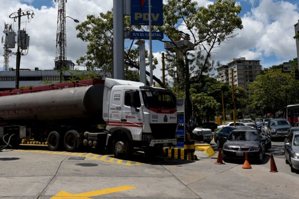 Gobierno reconoce que Venezuela tiene reservas de combustible para 20 días