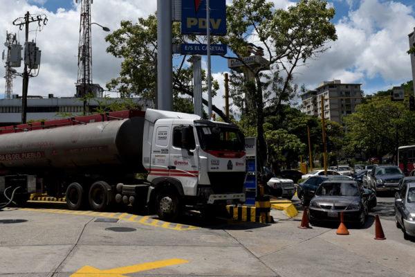 Avanza cierre progresivo de estaciones de gasolina y se militarizarán las que queden abiertas