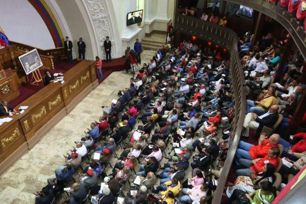 Torino: Ley Antibloqueo faculta a Maduro privatizar empresas a la rusa