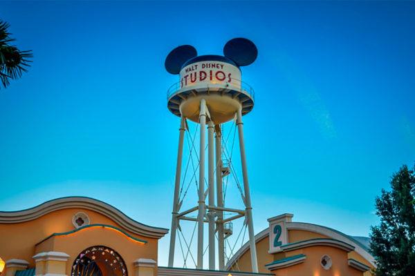 Disney deja sin sueldo a 43.000 trabajadores de sus parques en Florida