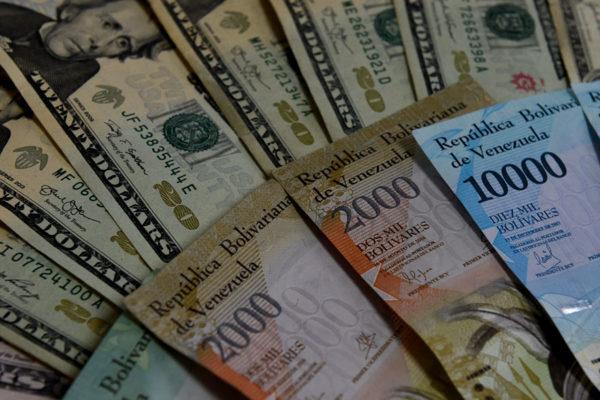El bolívar se devalúa 1,8% en primera semana del relanzamiento del Dicom