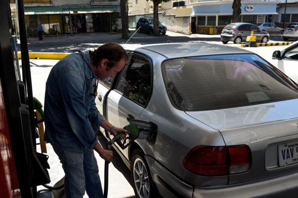 Se redujeron las colas por gasolina: ¿hasta cuándo duraría la