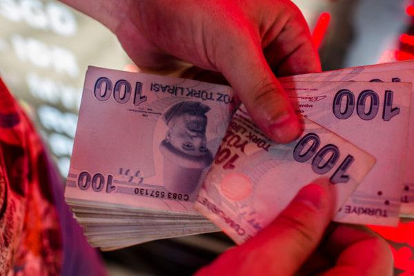 Lira turca continúa recuperándose por tercera jornada consecutiva