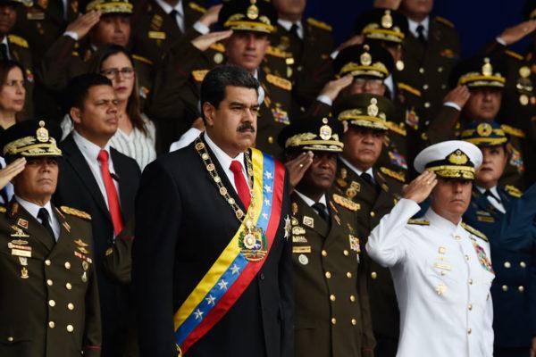 Detienen a militar acusado de atentar con drones contra Maduro