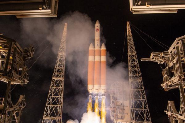 La NASA lanza con éxito la sonda solar Parker
