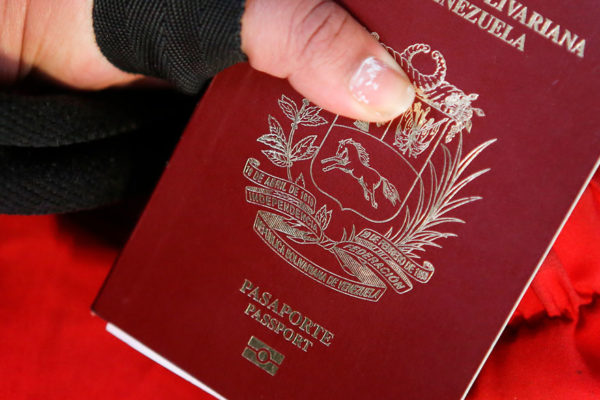 Pasaporte se cobrará en petros a partir del 1ero de noviembre