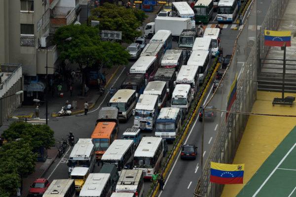 Transportistas protestan por falta de repuestos y rechazan censo