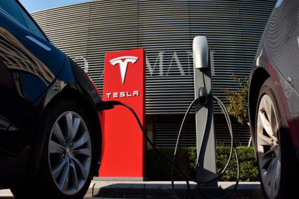 Tesla se dispara un 20% hasta casi borrar las pérdidas de la última semana