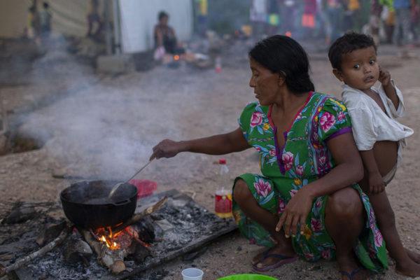Indígenas venezolanos rehacen su vida en Brasil añorando el Orinoco