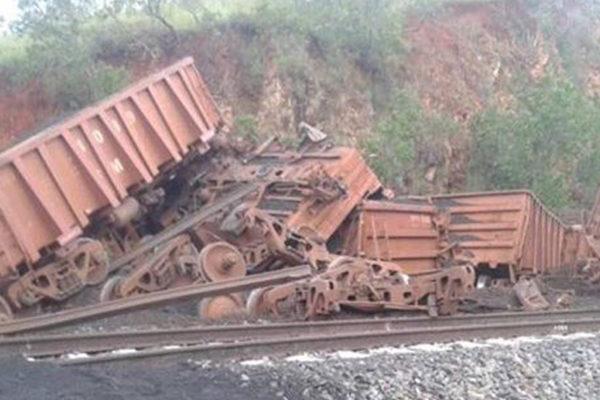 Tren cargado con mineral de hierro se descarriló en Bolívar