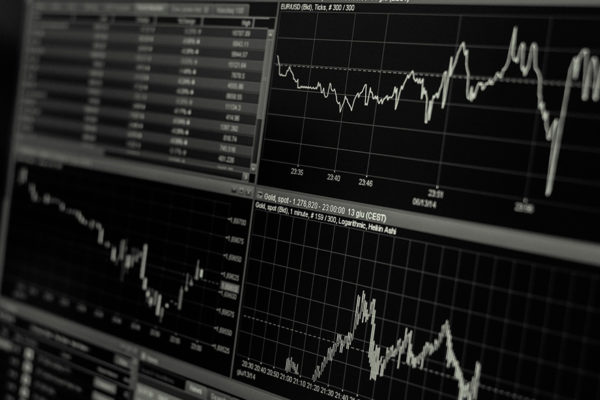 BVC | Acciones suben 1,96% en promedio con caída de 80,16% de monto negociado en dólares
