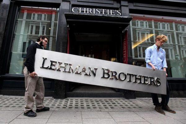Fondos y deuda, preocupaciones tras una década de la caída de Lehman Brothers