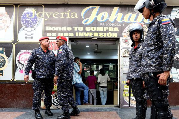 Gobierno apresa a más de 100 compradores de oro informales