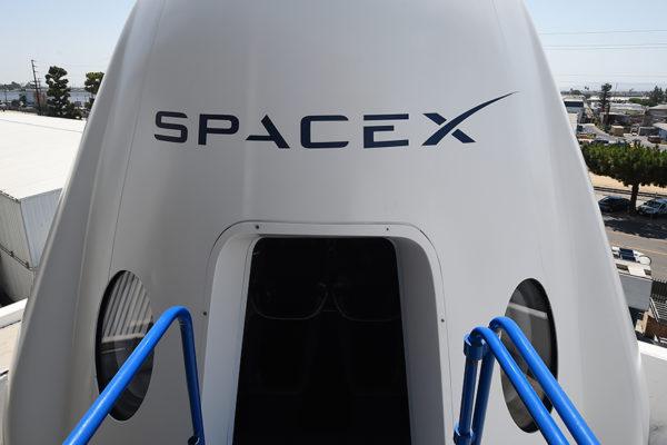 Cohete de SpaceX despega rumbo a Estación Espacial Internacional con cuatro astronautas