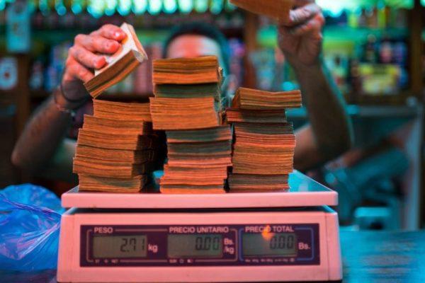 Fondo Monetario ahora proyecta inflación menor a 1.000.000% en 2019