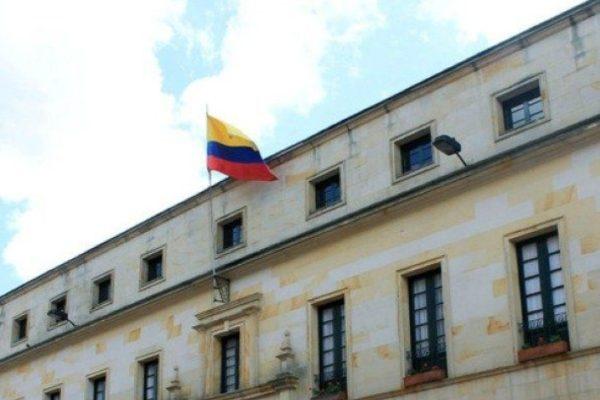 Colombia no descarta ninguna opción para enfrentar la crisis venezolana