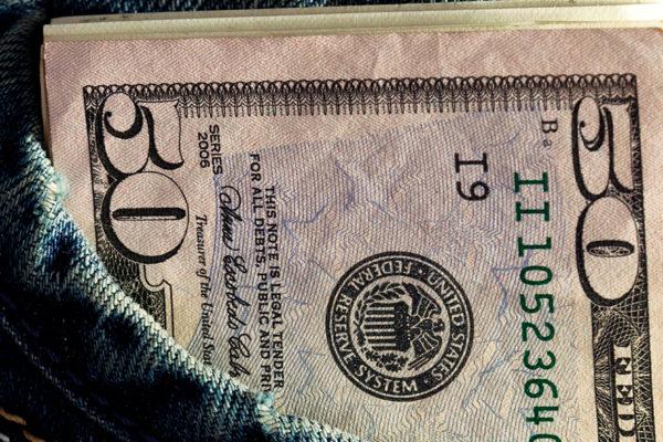 Dólar paralelo marca tendencia a la baja este viernes