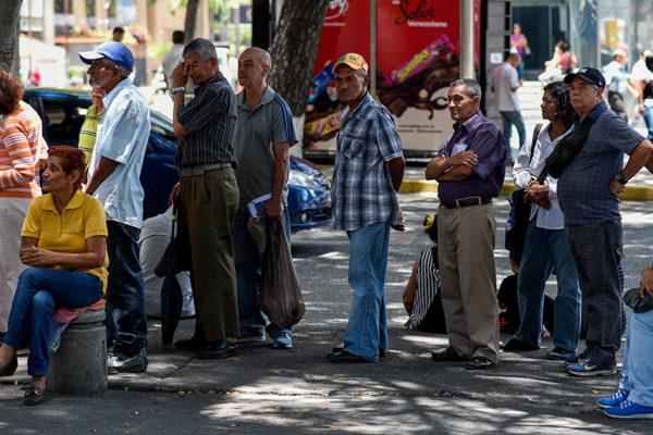 Pensionados cobran hiperdevaluados Bs.40.000 de septiembre este jueves 22 de agosto