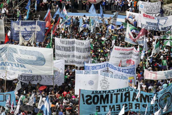 Marchas bloquean Buenos Aires durante paro general