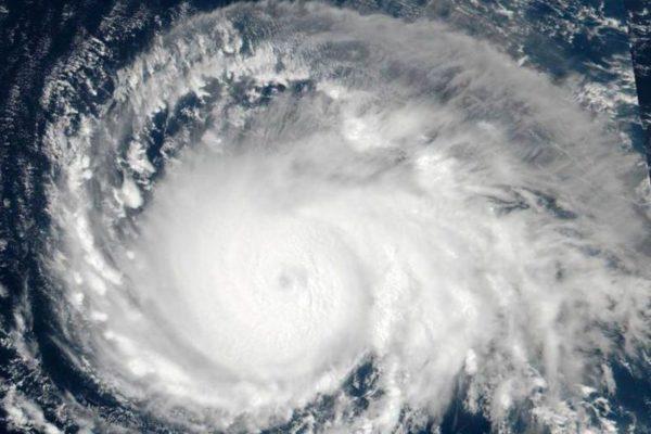 """Florence avanza como huracán """"extremadamente peligroso"""" hacia EEUU"""