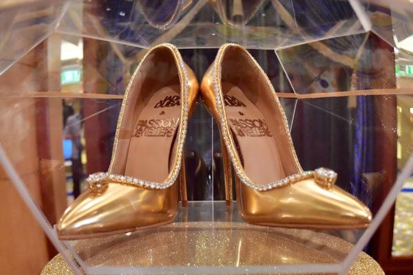 Dubái pone en venta un par de zapatos de $17 millones