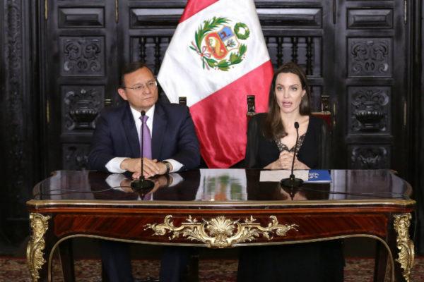 Angelina Jolie: venezolanos en Perú piden oportunidad