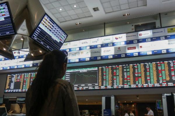 Bolsa de Sao Paulo baja tras alcanzar máximo histórico intradiario