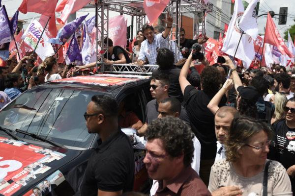 Candidatos queman sus cartuchos para convencer a indecisos en Brasil