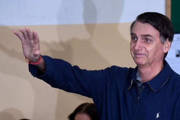 Bolsonaro llegó a Sao Paulo para cirugía abdominal
