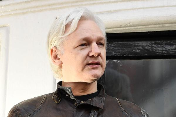 Assange demanda al gobierno de Ecuador por sus
