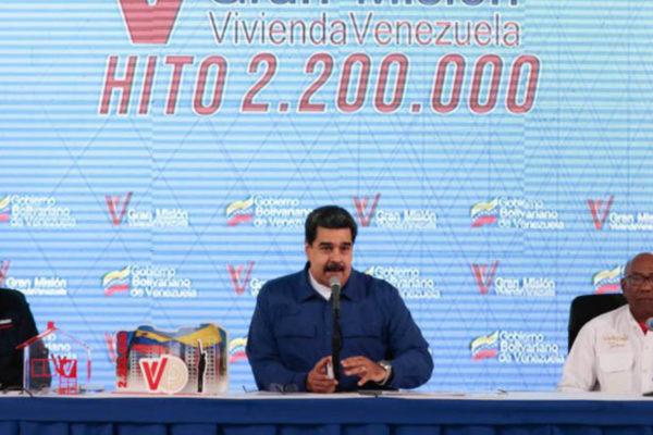 Maduro anuncia pago semanal de salario a empleados públicos