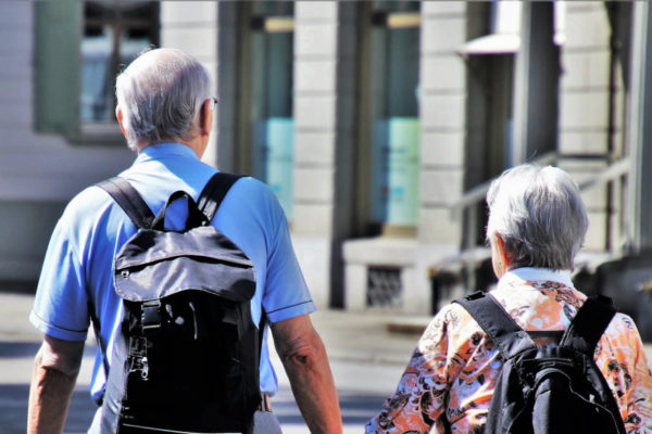 Dolarización de facto tiene a la población de tercera edad «indefensa» e «impotente»
