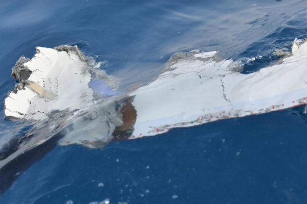 Se estrella avión en mar en Indonesia con 189 ocupantes