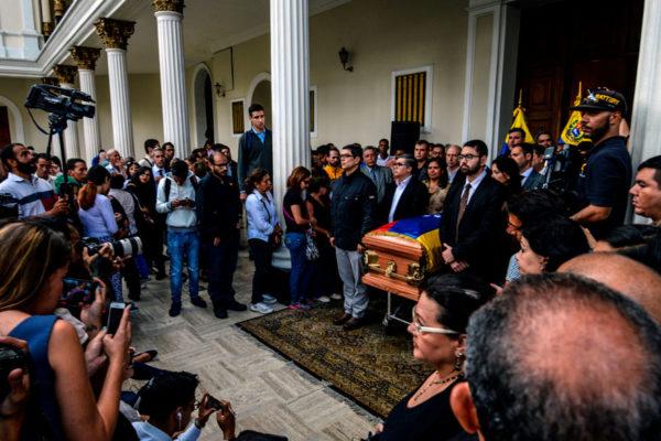 Viuda de Albán pide que su cuerpo sea trasladado a EEUU