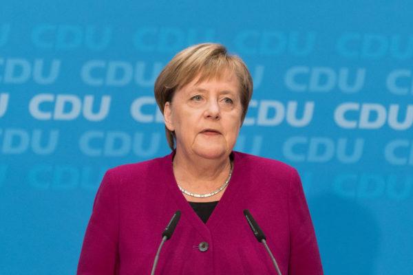 Canciller Merkel: los problemas globales no se solucionan con medidas unilaterales