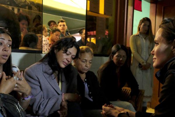 Angelina Jolie visita Perú para reunirse con refugiados venezolanos