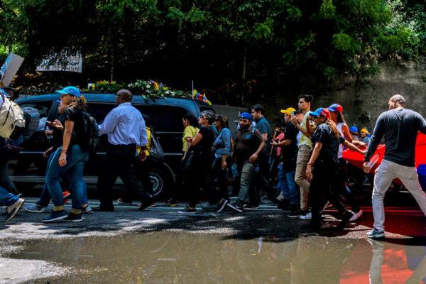 Una multitud acompañó entierro de Albán