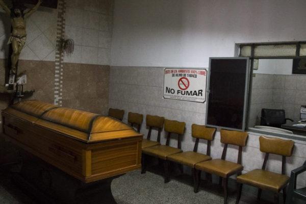 Escasez de gasolina pone en jaque funcionamiento de funerarias y cementerios
