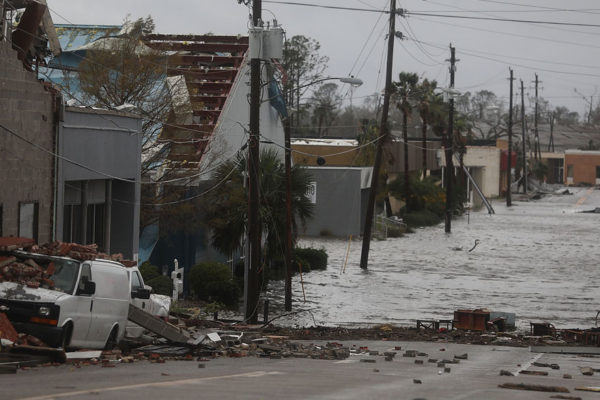 Michael se degrada a tormenta tropical tras golpear a Florida