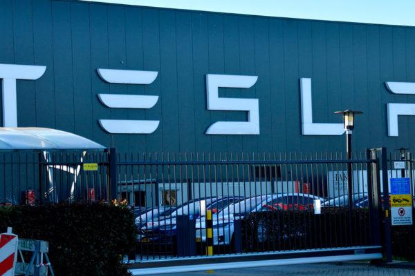 Tesla cierra tercer trimestre con ganancias de $311 millones