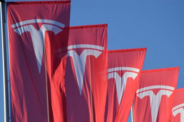 Tesla anuncia ganancias de US$104 millones en segundo trimestre