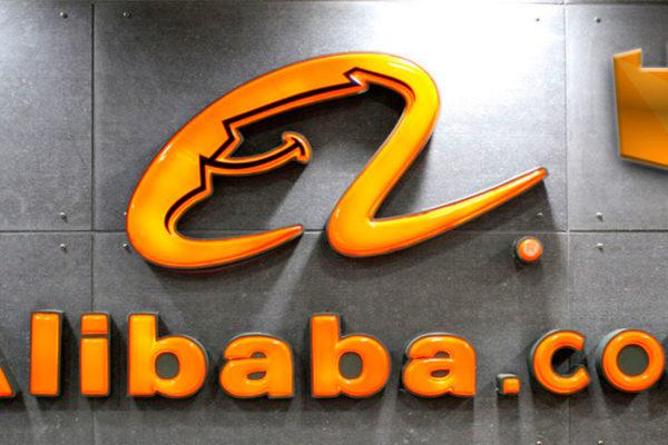 Alibaba cumple cinco años en bolsa sin despeinarse por la guerra comercial