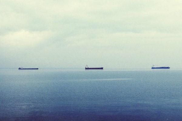 Buques iraníes evaden los radares para vender petróleo