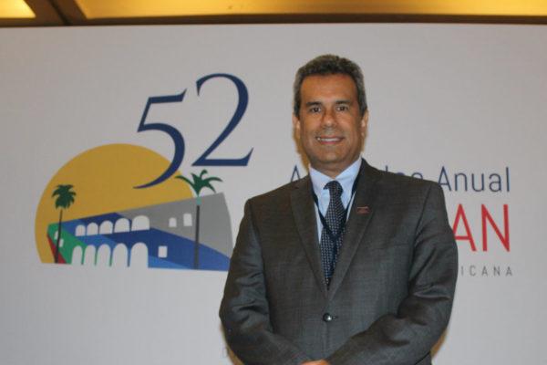 Panameño Carlos Troetsch asume presidencia de la Felaban