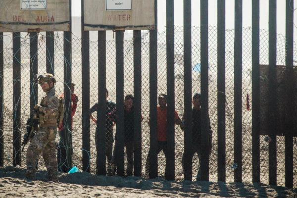 Trump anuncia el envío de soldados armados a la frontera entre EEUU y México