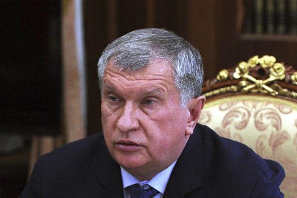 Jefe de Rosneft reclama a Maduro envíos de crudo