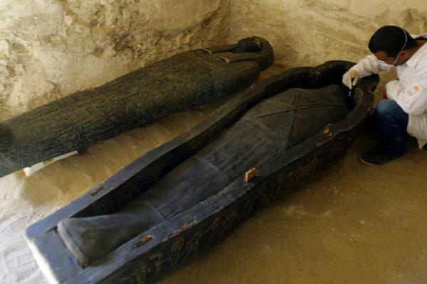 Egipto presentó el hallazgo de tumba y sarcófagos en Luxor