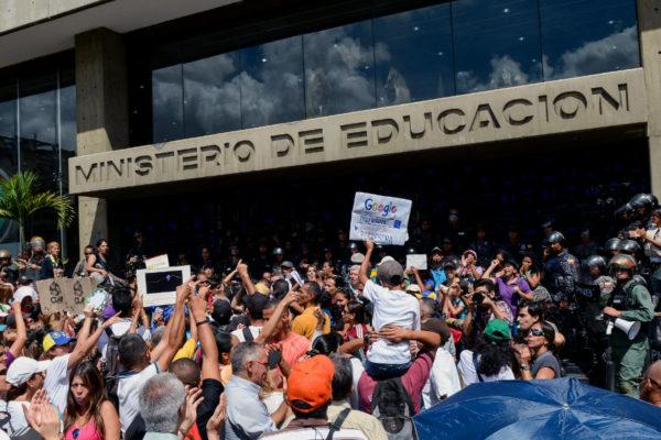 Maestros venezolanos llaman a paro en defensa de sus derechos laborales