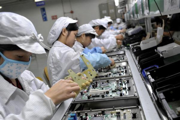 Foxconn admite que hizo trabajar horas extras a estudiantes en sus fábricas de China