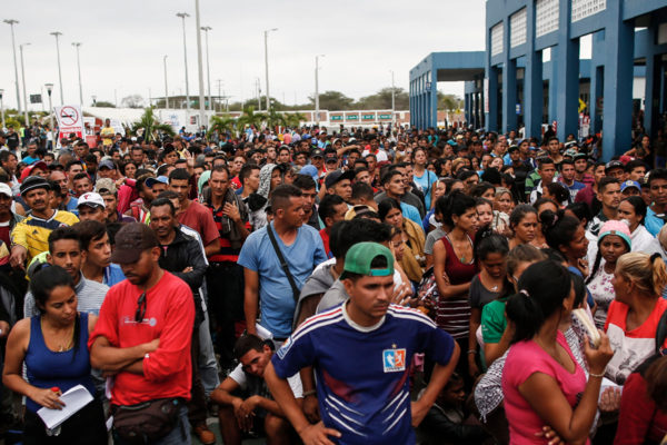 Regresan 250 venezolanos desde Perú traídos por plan